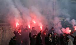 Beşiktaş taraftarları Fenerbahçe derbisinde takımlarına destek vermek için Vodafone Arena'da toplanarak Kadıköy'e doğru yola çıktı.