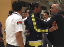 Antalya'da oynanan Ziraat Türkiye Kupası Final maçı sonrasında havalimanına gelen Fenerbahçe kafilesindeki bazı yöneticiler ile Galatasaray taraftarları arasında arbede yaşandı.