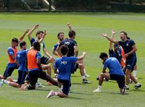 Fenerbahçe, 2016-2017 sezonu hazırlıklarına teknik direktör Vitor Pereira yönetiminde Can Bartu Tesisleri'nde gerçekleştirilen antrenmanla başladı.