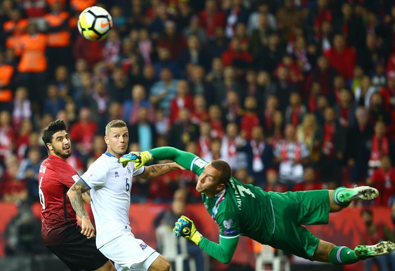 Spor yazarları Türkiye-İzlanda maçını yorumladı