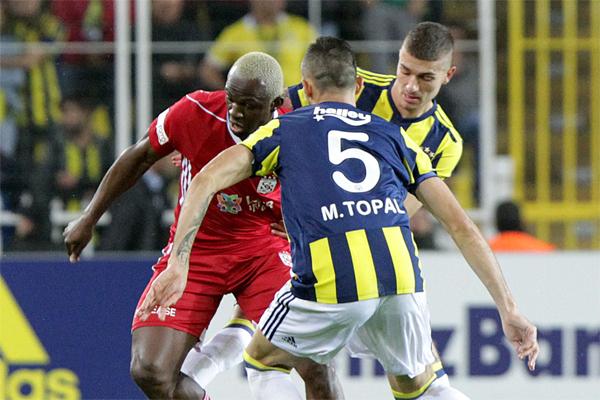 Süper Lig'de günün son maçında Fenerbahçe ile Demir Grup Sivasspor karşılaştı.