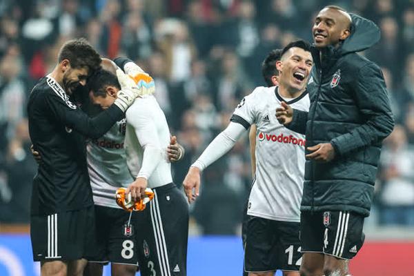Şampiyonlar Ligi G Grubu 5. hafta maçında Portekiz temsilcisi Porto ile 1-1 berabere kalan Beşiktaş, tarihinde ilk kez gruptan çıktı.