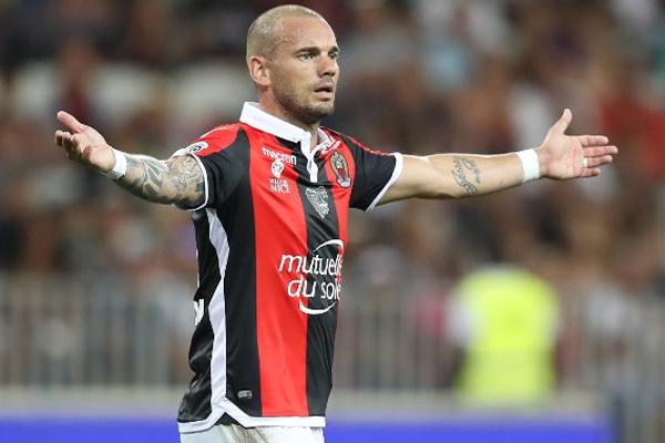 Ligue 1 ekiplerinden Nice'in Hollandalı yıldızı Wsley Sneijder geçirdiği sakatlığın ardından sahalardan 1 ay uzak kalacak.