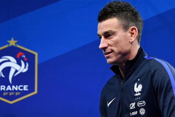 Premier Lig ekiplerinden Arsenal'in Fransız savunmacısı Laurent Koscielny milli takımdan emekli oluyor.