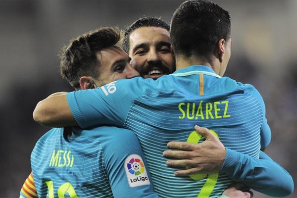 Ara transfer döneminin öne çıkan isimlerinden Arda Turan'ın Barcelona'da kalıp kalmayacağı merak konusu.