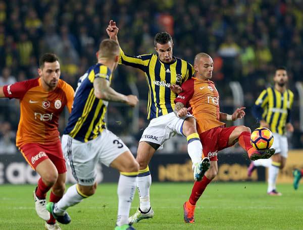 Spor Toto Süper Lig'in en fazla şampiyonluk yaşayan takımları Galatasaray ile Fenerbahçe, son dönemde ortaya koydukları performansla hayal kırıklığı yaşatıyor.