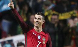 """Portekiz formasıyla 70 golü bulunan Cristiano Ronaldo, 84 golle """"milli takım formasıyla en çok gol atan Avrupalı futbolcu"""" unvanının sahibi Macar Puskas'ın rekorunu kırmaya doğru ilerliyor"""