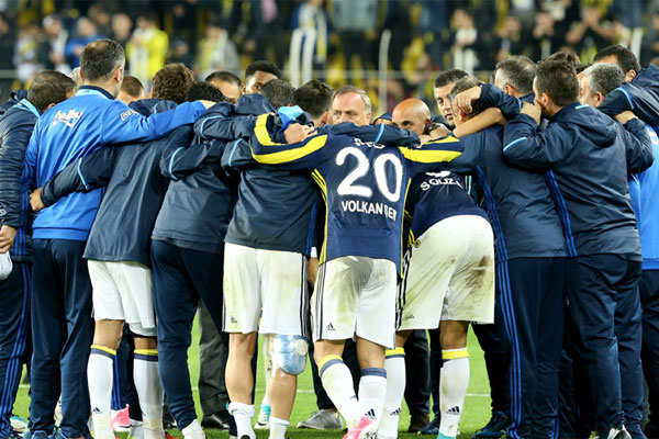 Ziraat Türkiye Kupası yarı finalinde Medipol Başakşehir'e elenerek sezonu kupasız kapatması kesinleşen Fenerbahçe'nin kupa hasreti 3 sezona çıktı.