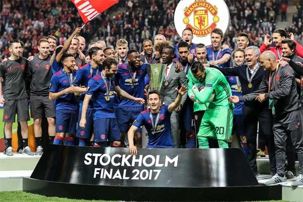 İngiltere'nin Manchester United Kulübü, en değerli futbol kulüpleri sıralamasında zirveye yükseldi.