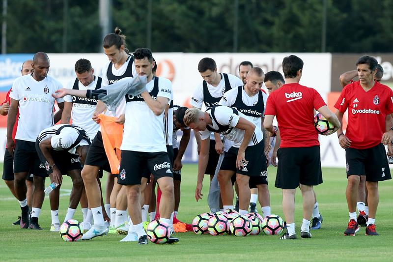 Beşiktaş sahaya indi
