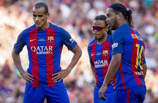 Barcelona ile Manchester United Efsaneler Karma takımları Camp Nou'da dostluk maçında karşılaştı.