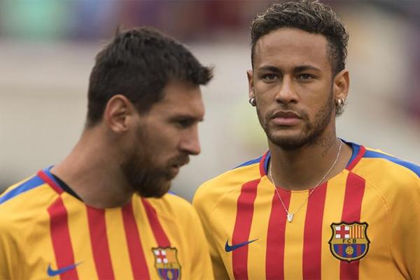 """""""Altın Topu kazanmak istiyorsan; sana Altın Topu kazandıracağım""""... """"Sport"""" gazetesi, Lionel Messi'nin, takımdan ayrılmaması için Neymar'a işte bu sözü verdiğini öne sürdü..."""