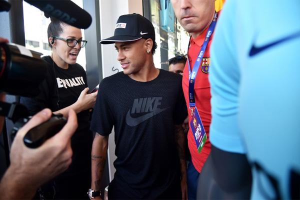 Neymar'ın Barcelona'dan ayrılma isteğini iletmesi ve PSG'nin 222 milyon Euro serbest kalma bedeli olan Brezilyalı yıldıza ilgisi Avrupa basınında manşetleri doldurdu.