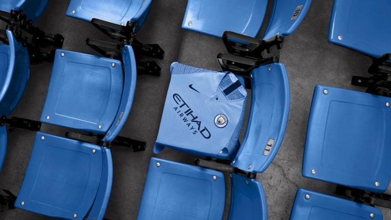 Manchester City yeni formalarını tanıttı