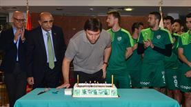 Bursaspor'dan Sağlam'a doğum günü sürprizi