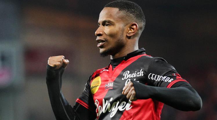 Lyon'a 4 yıllık imza attı