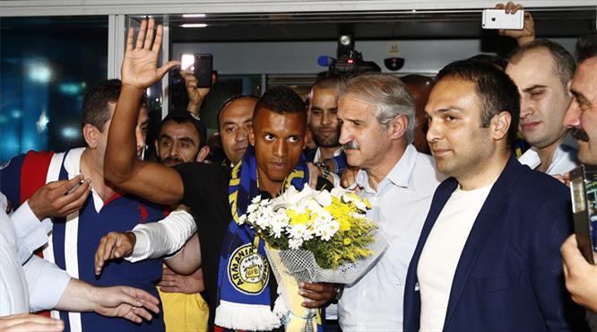 Fenerbahçe taraftarına ilk mesaj