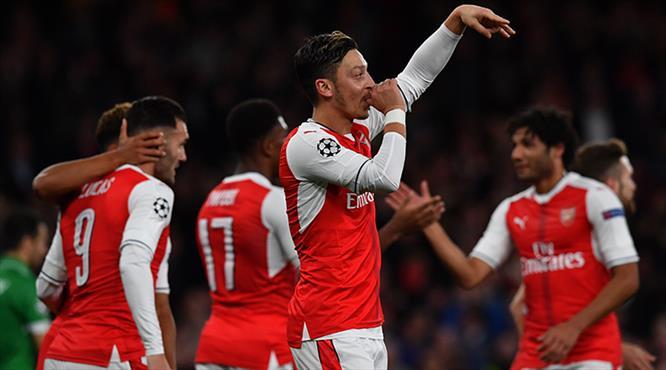 Mesut coştu, Arsenal gole boğdu
