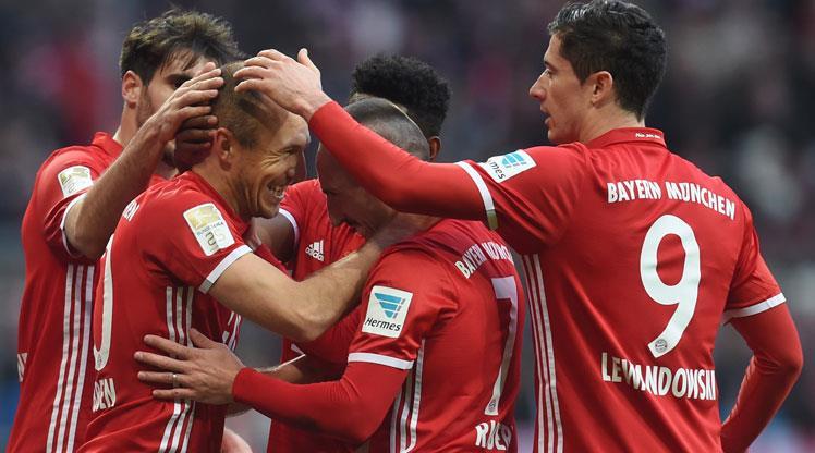 Bayern Münih şovla zirveyi geri aldı