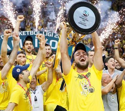 Şampiyon kupasını kaldırdı, Ülker Arena yıkıldı!