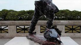 Messi'nin heykeline saldırı