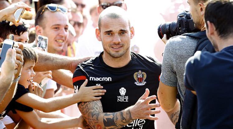 """Sneijder'e kötü haber! """"Futbolu bıraksın"""""""