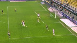 Kaleciyi çaresiz bırakan gol!