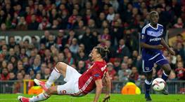 ManU turu aldı, Zlatan'ı kaybetti!