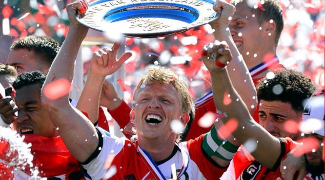 Efsane şampiyon oldu, futbolu bıraktı!