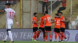 Zorlu maçta gülen Adana (ÖZET)