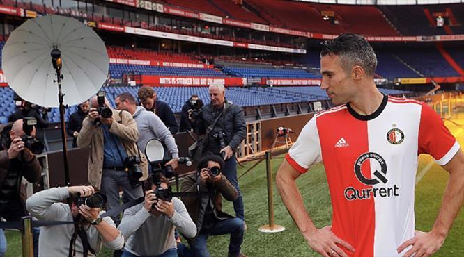 Feyenoord Van Persie'yi tanıttı