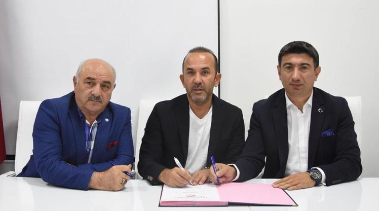 Mehmet Özdilek imzayı attı
