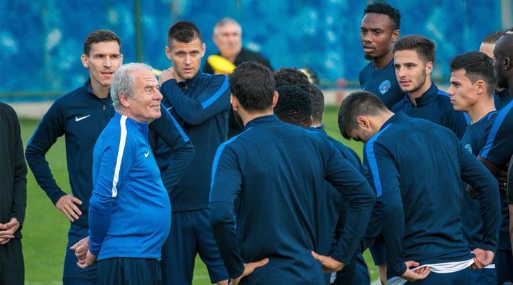 Mustafa Denizli ilk maçına çıkıyor