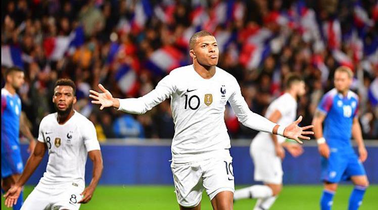 Fransa 4 dakikada geri döndü