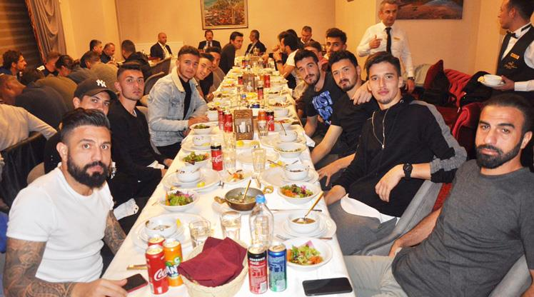 Ankaragücü'nden yemekli kutlama