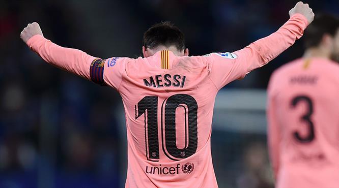 Messi gururla sunar: 4-0 (ÖZET)