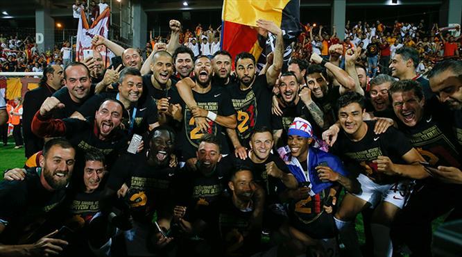 Galatasaray'ın şampiyonluk coşkusu burada (GALERİ)