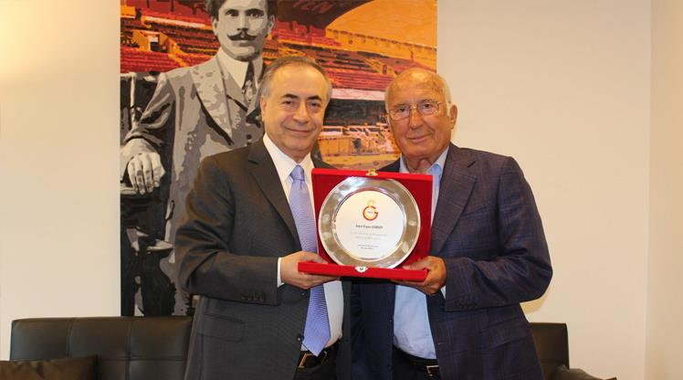 Galatasaray'dan Ergun Gürsoy'a plaket