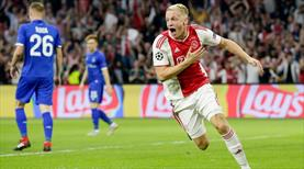 Ajax kapıyı araladı