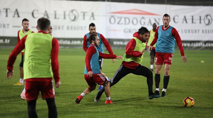 Sivasspor'da 3 kadro dışı