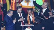 Kutlamalarda büyük sürpriz! Fatih Terim'den 5 yıllık imza