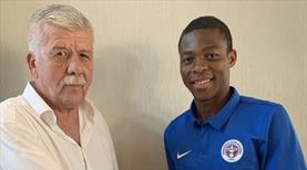 Menemenspor'a Nijeryalı stoper