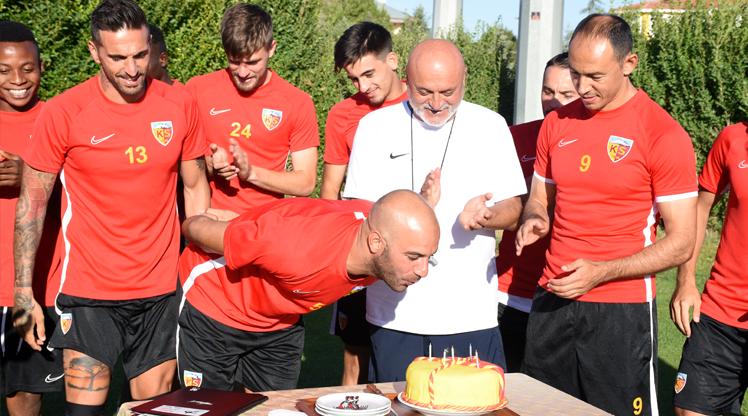 Abdennour'a doğum günü sürprizi