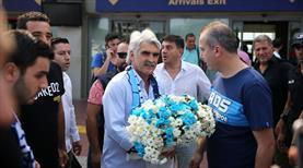 Adana Demirspor taraftarı Tütüneker'i karşıladı