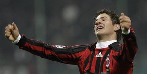 Milan kendini buluyor !..