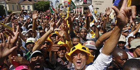 Güney Afrika'da gazeteciler soyuldu!