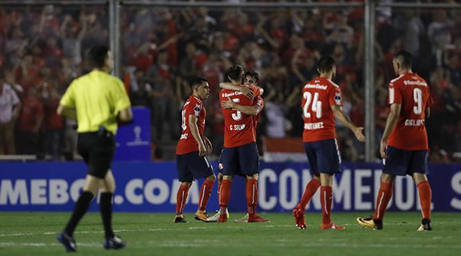 Independiente kupanın kulpunu tuttu
