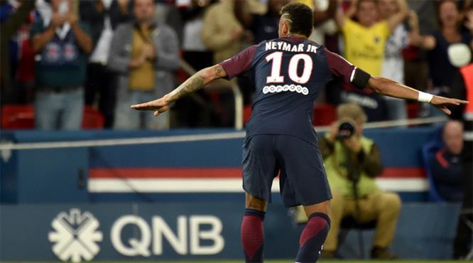 Neymar Parc des Princes'ı golle selamladı
