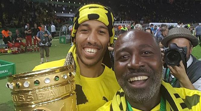 Aubameyang'ın babası Gabon'da