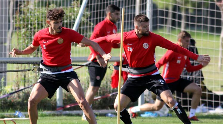 Antalyaspor antrenmanında 2 eksik